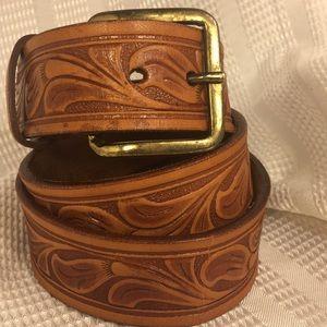 Looper floral motif leather belt w/brass buckle